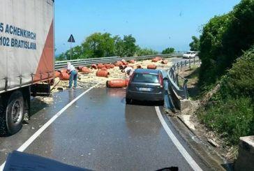 Traffico bloccato sulla strada statale 16