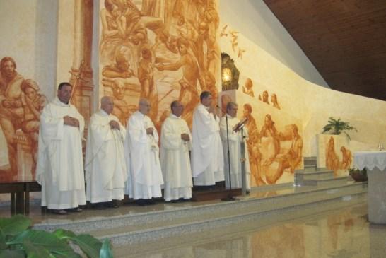 3 - I confratelli concelebranti e i diaconi