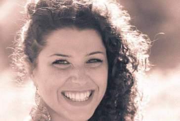 La famiglia di Roberta Smargiassi dona un'altalena alla struttura per autistici