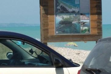 Al mare con la sosta vietata, multe a Punta Penna