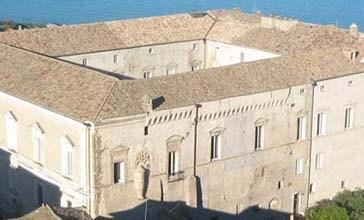 L'Abruzzo si tinge di giallo e riaprono i Musei di Palazzo d'Avalos