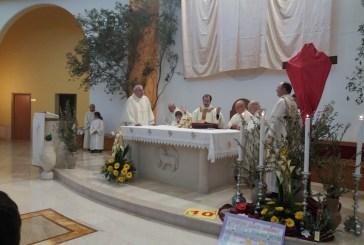 Don Nicola Fioriti celebra i riti del Giovedì Santo festeggiando 10 anni di Sacerdozio