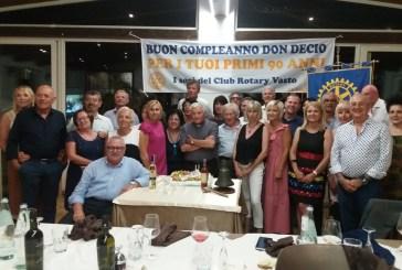 I 90 anni di don Decio, gli auguri del Rotary Club