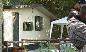 Troppi migranti, trasferiti i 52 ospiti del camping