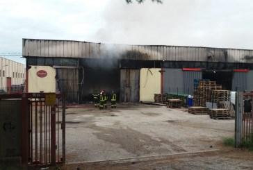 Amianto bruciato nel rogo dei capannoni