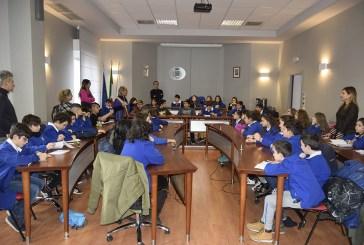 Alunni di via Ripalta in visita in Comune a lezione di educazione civica