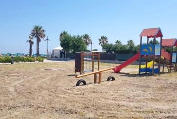 Marina di Montenero, installati i nuovi giochi per i bambini