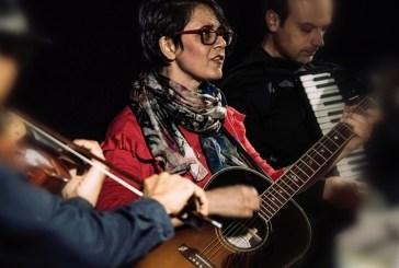 """La cantautrice Lara Molino di nuovo in Molise con """"La terra è di chi la canta"""""""
