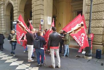 Lavoratori senza stipendio, giornata di sciopero di una trentina di lavoratori dell'istituto di vigilanza Aquila srl di Ortona