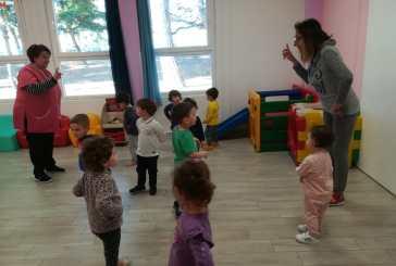 Piccoli in movimento per i bambini da 24 a 36 mesi