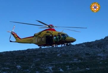 Malore sulla Via Normale del Gran Sasso, elicottero in volo dalle prime luci dell'alba