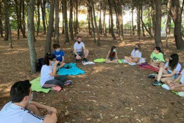 Scuola d'inglese per trenta ragazzi nella riserva naturale