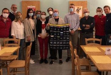 Il Lions New Century di Vasto consegna i pannelli porta-cellulari e porta-mascherine come contributo per questo nuovo anno scolastico
