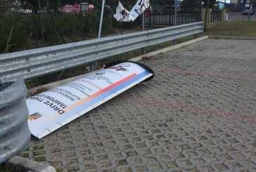 Il forte vento provoca danni nell'area del drive trough, tamponi sospesi