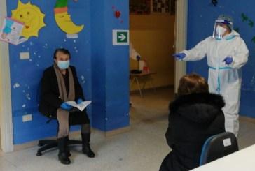 Coronavirus, stretta sui vaccini nelle zone rosse