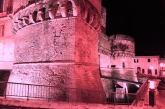 Colorato di rosa il Castello Caldoresco per la campagna Lilt for women