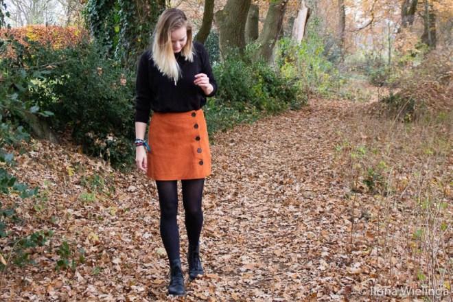 outfit 3: dr. martens met vintage rokje en zwarte trui inspiratie