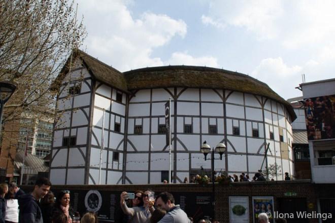 Tijdens mijn tripje naar de veelzijdige stad Londen, heb ik een hoop gezien en gedaan. Waaronder het bezoeken van een aantal typische toeristen hotspots. En met een vriendin die in een van de Londense wijken woont, heb ik de stad heerlijk kunnen ervaren. En vandaag deel ik mijn favoriete bezienswaardigheden in Londen shakespeare's globe