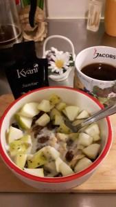 Maisihelbed puuviljajogurtiga