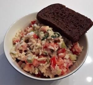 Tuunikala-riisi-köögiviljasalat