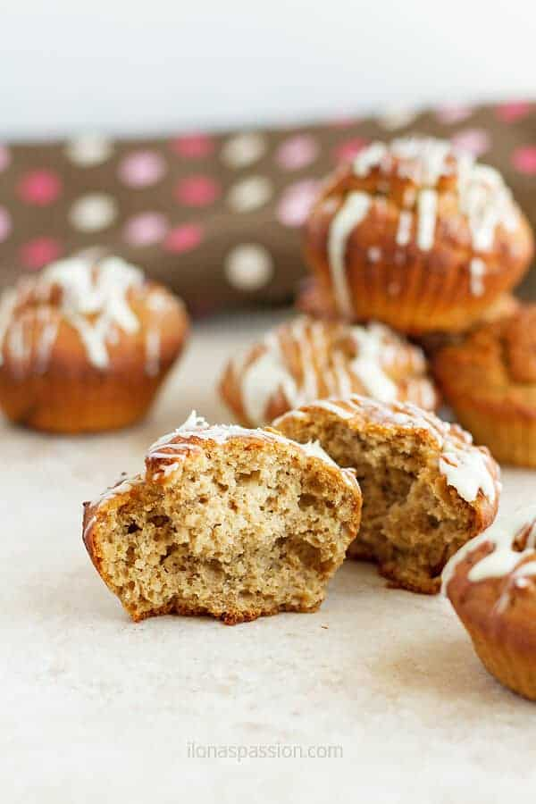 Gluten free banana muffins recipe made easily in your kitchen with ingredients that you already have at home. Such a delicious and moist treat! by ilonaspassion.com I @ilonaspassion