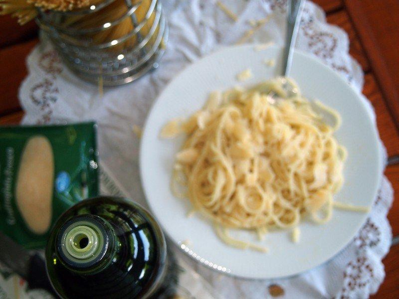 těstoviny s olivovým olejem