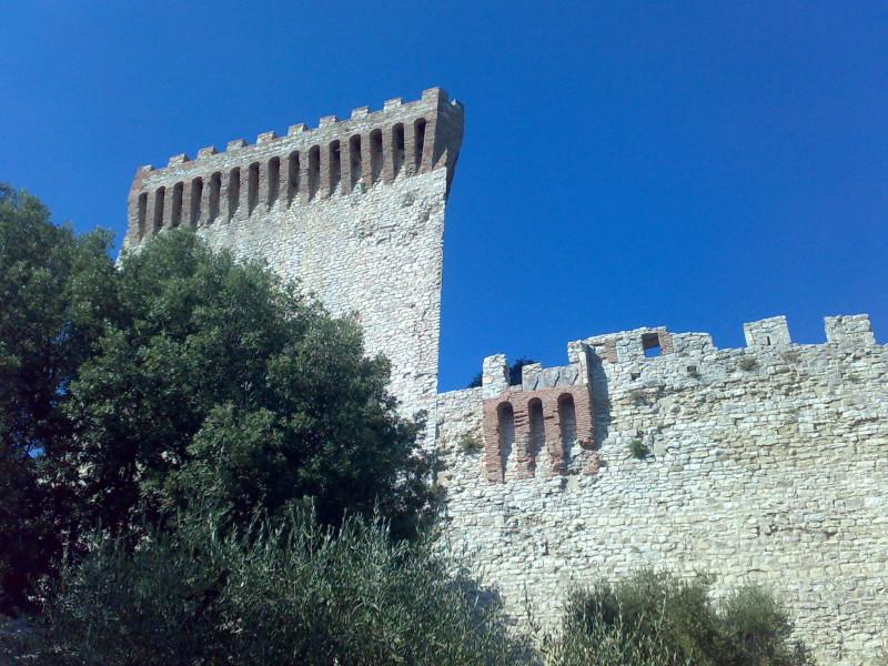 pevnost na jezeře trasimeno itálie