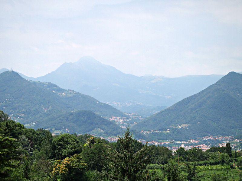 výhled na alpy z hradu