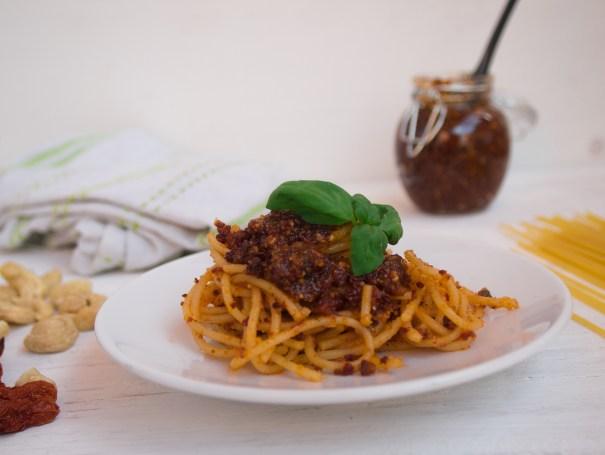 pesto ze sušených rajčat špagety