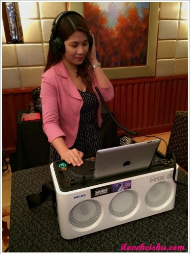 Keisha's Mom Loves Philips A5-PRO and M1x DJ