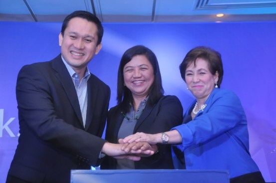 Jeoffrey Yulo GM GSK Consumer Health, Evelyn Perez DOH Infectious Deseases Committee and Dr Sally Gatchalian, PPS Secretary
