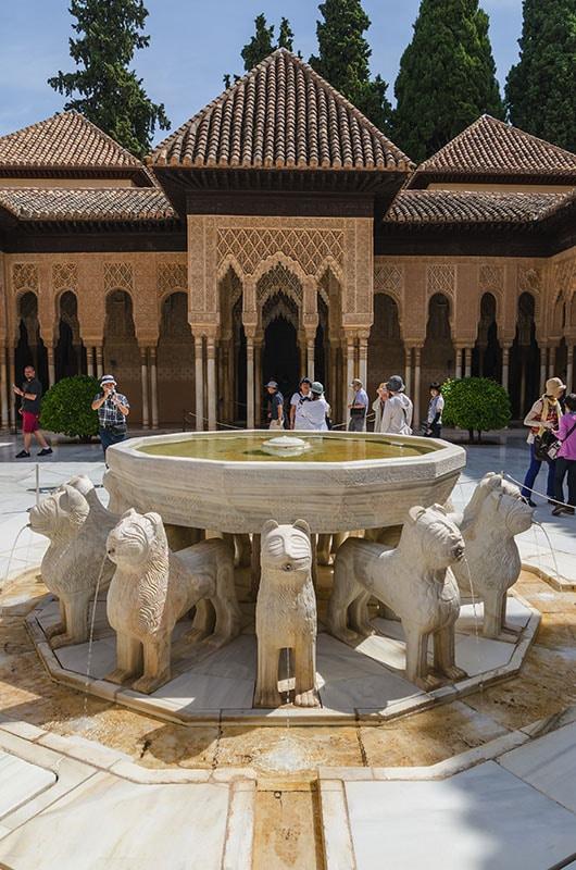 Alhambra in Granada: Patio de los leones