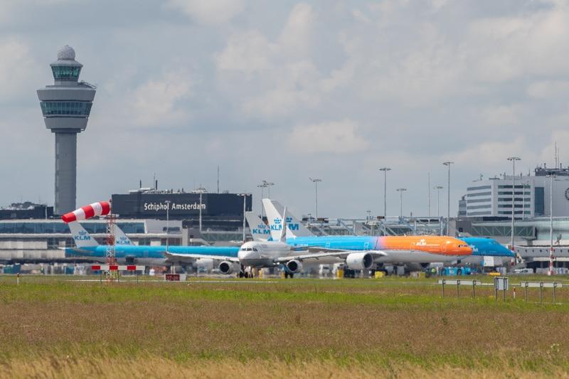 Orange Pride KLM op Schiphol