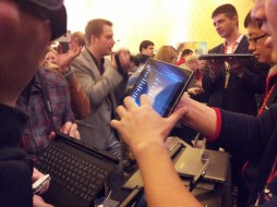 LIVE CES 2012 : Une nouvelle Tablette Lenovo IdeaTab S2 5