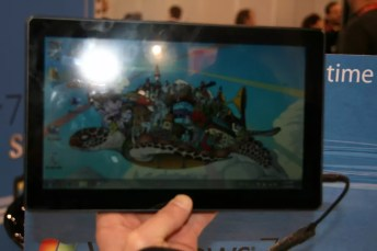 CES 2012 : Tablette Skytex SkyTab X series sous Windows 8 11