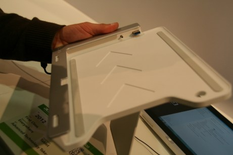 Acer Iconia Tab W700 : une tablette au design surprenant sous Windows 8 19