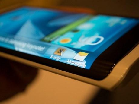 Samsung présente son premier smartphone à écran flexible 1