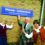 Roodkapje, Asssepoester, Lakei, Heks, Sneeuwwitje en Hans & Grietje uit de Efteling bezoeken sprookjesplaatsen   op Dag van het Sprookje
