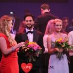 Edward Hoepelman krijgt Award, tijdens eerste Musical Talent Gala