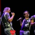 Lachen en meezingen bij Nieuwe voorstelling muzikaal cabaret Enge Buren VREEMDE VOGELS