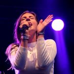 MAAN zingt bekende en nieuwe sinterklaasliedjes voor het sinterklaasmeezingboek