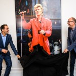 Lazarus-acteur Dragan Bakema opent exclusieve David Bowie fototentoonstelling in DeLaMar Theater