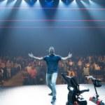 Honderden fans vieren in MAINSTAGE start theaterseizoen met Najib Amhali
