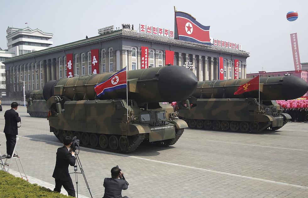 Corea del nord parata kim jong un