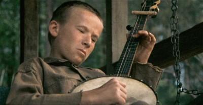 (Lui è solo un attore, ma le mani dovrebbero essere quelle di un vero suonatore di banjo).