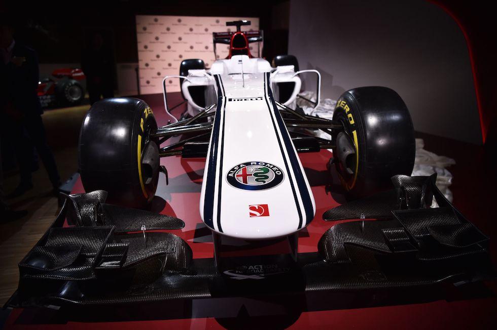 La monoposto del Alfa Romeo Sauber F1 Team. Per il biscione si tratta del ritorno in Formula 1 dopo 32 anni. Foto: MARCO BERTORELLO/AFP/Getty Images
