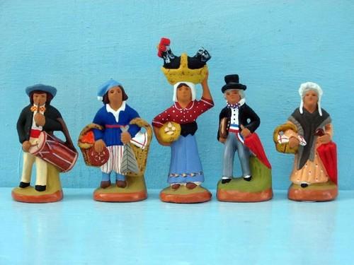 Risultato immagine per foto statuine presepe provenzale