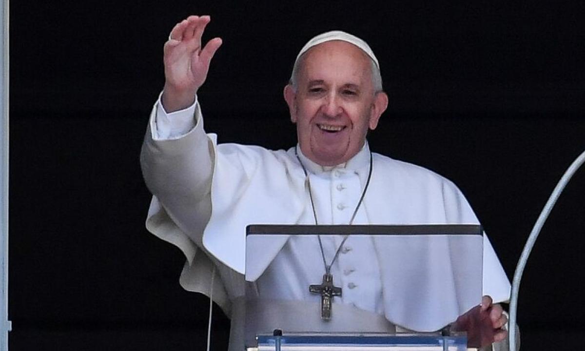 """Papa Francesco: """"Alcuni politici meritano di essere insultati"""""""