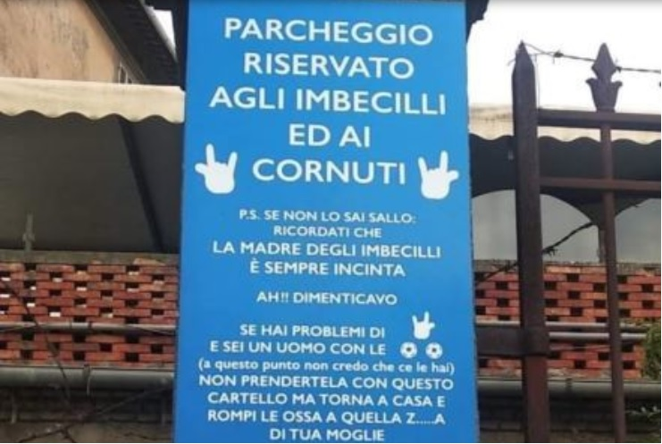 "Viterbo, cartello contro sosta selvaggia indigna le femministe: ""E' sessista"""