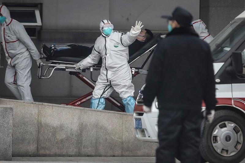 Misterioso virus cinese, confermata trasmissione da uomo a uomo. Primo contagio in Australia